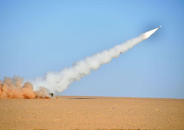 L'armée algérienne procède à des tirs réels engageant le système antiaérien russe BOUK M2E à Tamanrasset, dans le sud de l'Algérie