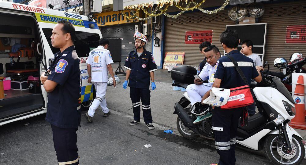 Des ambulanciers à Nakhon Ratchasima, le 9 février 2020