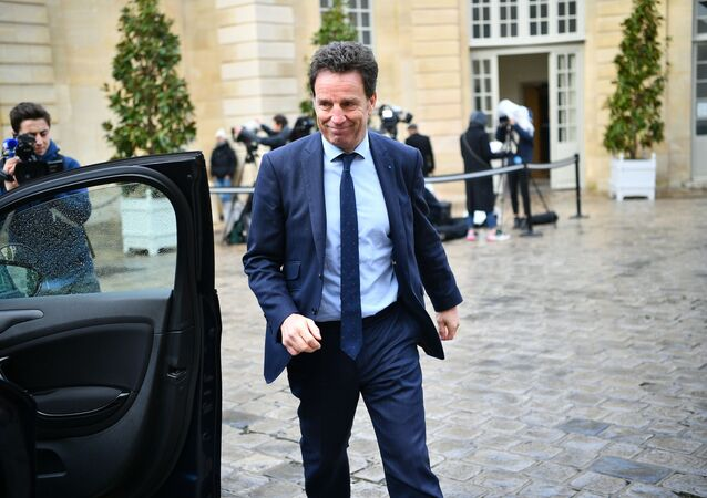 French Employers' association (Medes) President Geoffroy Roux de Bezieux leaves after meeting French Prime Minister at the Hotel de Matignon in Paris on January 10, 2020, over the government's pensions overhaul. - French union leaders on January 10 began crunch meetings with Prime Minister and other top officials over a hotly contested pension overhaul that has sparked the country's longest rail strike in history. (Photo by Christophe ARCHAMBAULT / AFP)