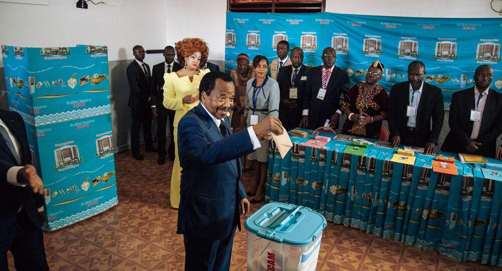 Le Président Paul Biya aux urnes lors de l'élection présidentielle de 2018 à Yaoundé.