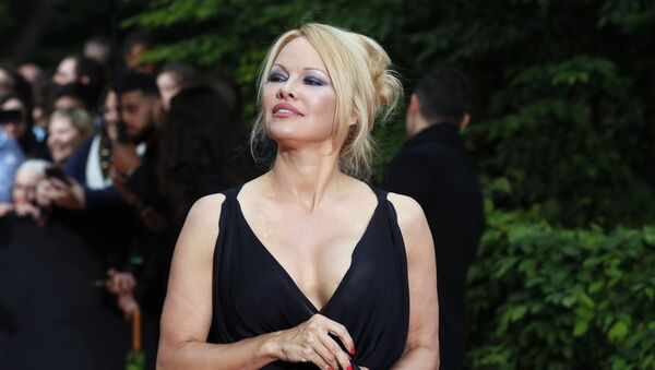 US actress Pamela Anderson arrives with Soccer player Adil Rami at the UNFP (Union of French Professional Footballers) ceremony, in Paris, France, Sunday, May 19, 2019. - Sputnik France
