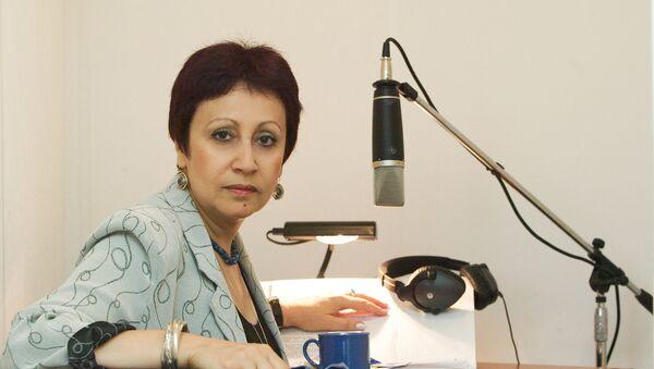L'écrivain russe Dina Rubina dans un studio d'enregistrement - Sputnik France