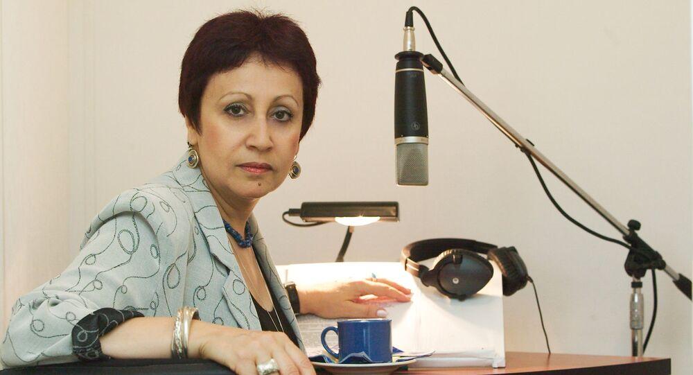 L'écrivain russe Dina Rubina dans un studio d'enregistrement