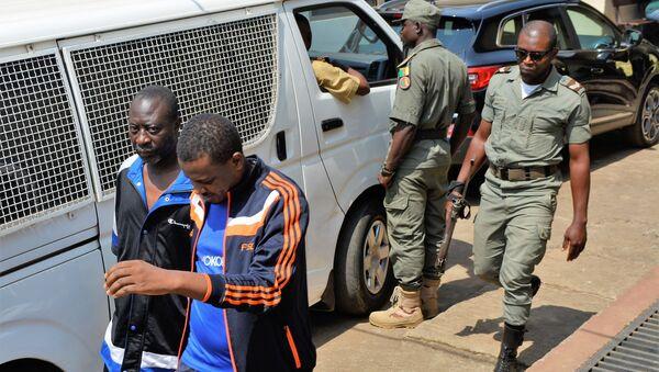 Des hommes arrêtés par la police au Cameroun. - Sputnik France