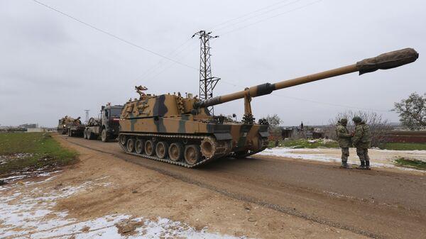 Un convoi militaire turc près de la ville d'Idlib, en Syrie, mercredi 12 février 2020 - Sputnik France