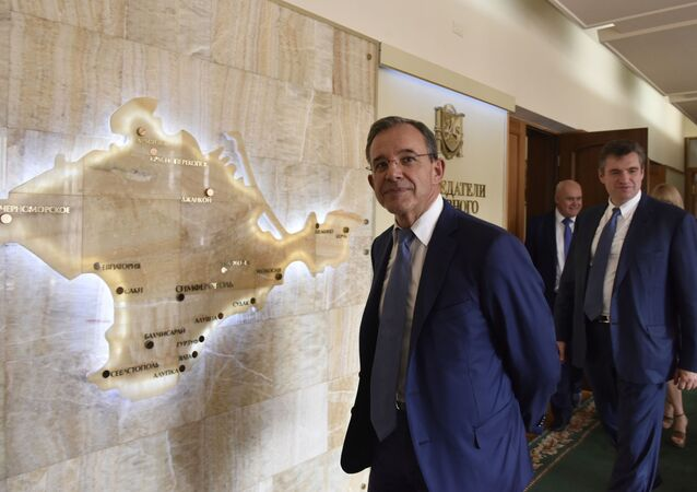 Thierry Mariani visitant Simferopol en 2016 au sein d'une délégation de parlementaires français