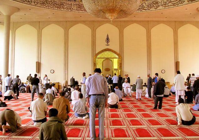 A l'intérieur de la Mosquée centrale de Londres