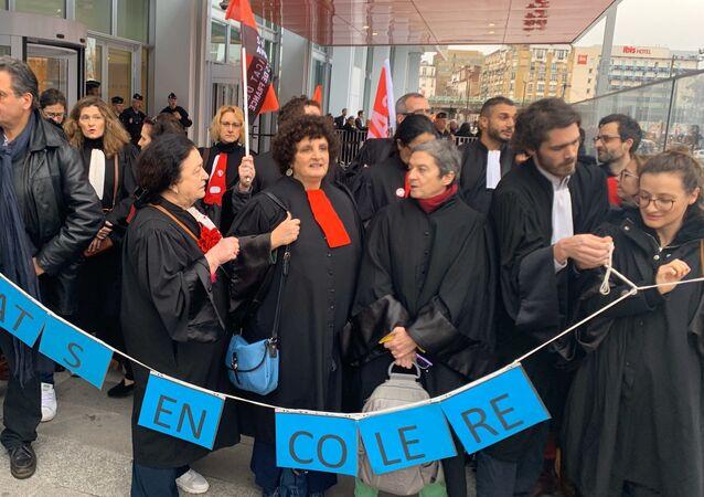 La réforme des retraites : les avocats bloquent le TJI de Paris