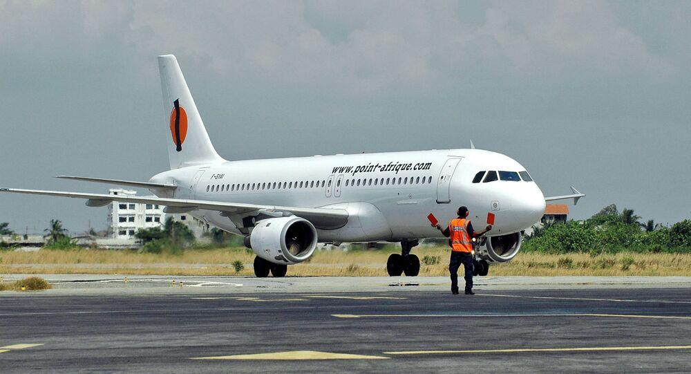 Un charter de la compagnie Point-Afrique sur le tarmac de l'aéroport de Cotonou, au Bénin, en 2055.