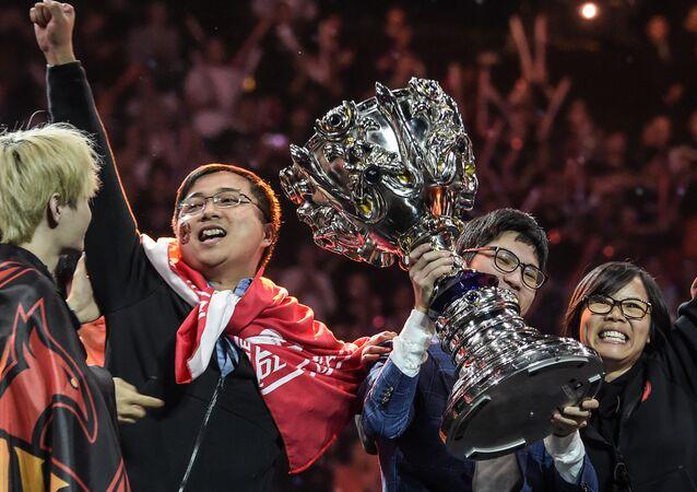 L'équipe chinoise FPX a remporté le trophée de la League of Legends le 1à novembre 2019, à l'AccorHotels Arena.