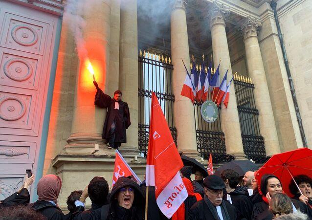 Action des avocats contre la réforme des retraites devant l'Assemblée nationale, 26 février 2020