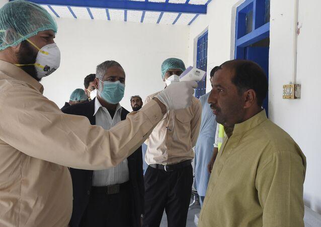 Un médecin à la frontière entre le Pakistan et l'Iran