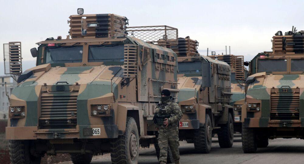 Des matériels de guerre turcs près d'Idlib, en Syrie