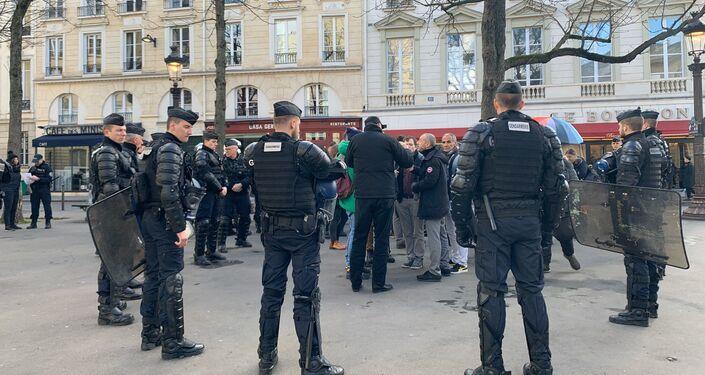 Des gendarmes dans les rues de Paris le 29 février 2020