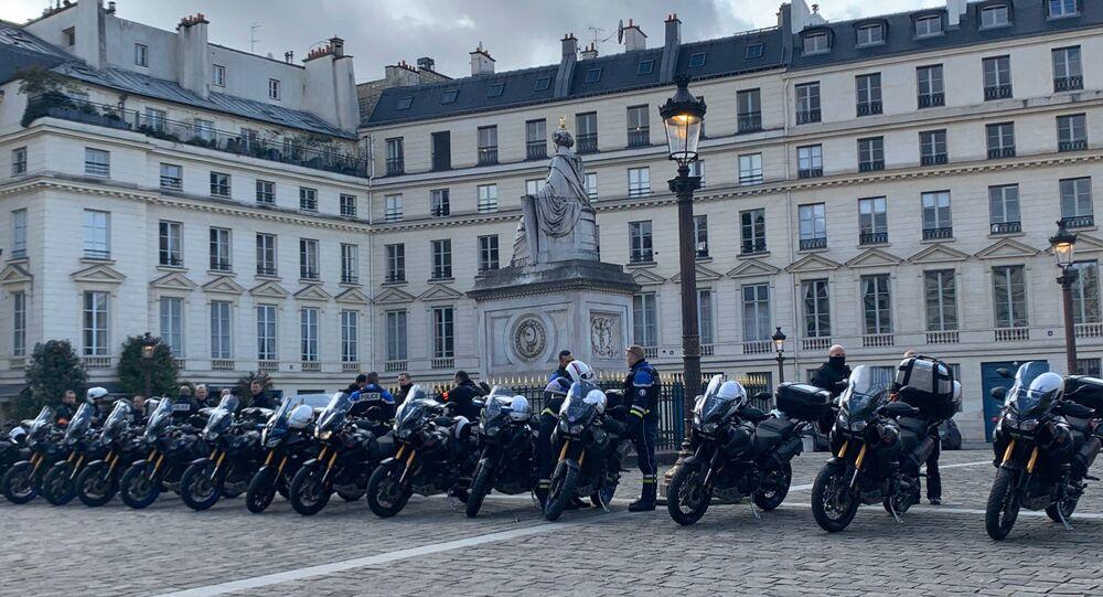 Des policiers dans les rues de Paris le 29 février 2020