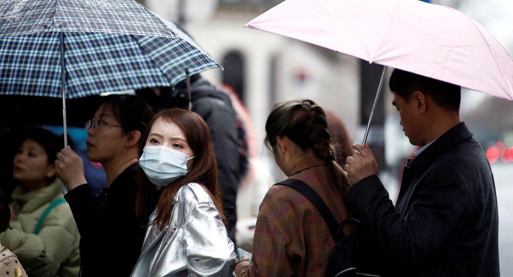 Touristes portant des masques à Paris