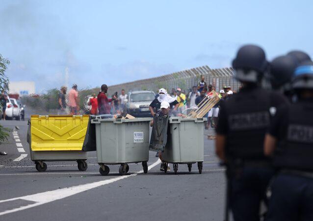 Situation dans le port où des heurts ont opposé la police aux manifestants