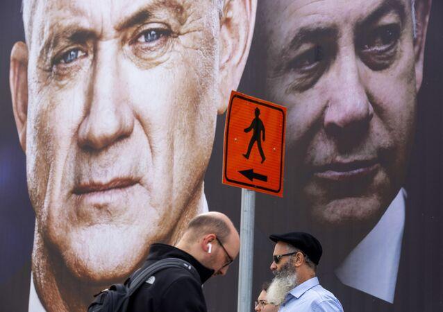 Panneau d'affichage de campagne électorale en Israël. Benny Gantz, à gauche, Benyamin Netanyahou à droite