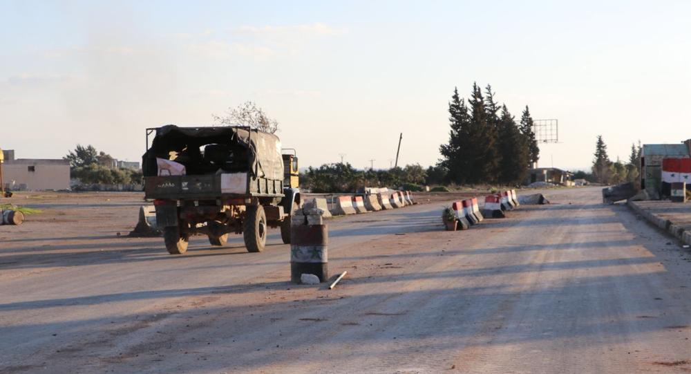 Sur une route de Saraqeb, dans le gouvernorat d'Idlib en Syrie