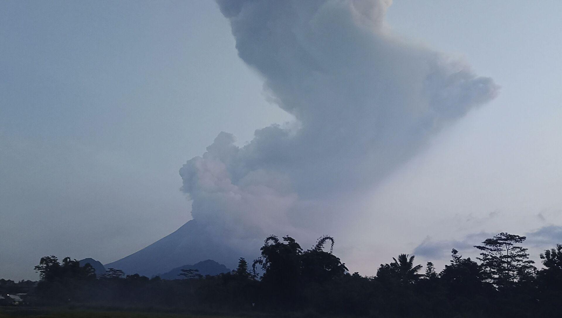 Un volcan Merapi. Indonésie - Sputnik France, 1920, 16.08.2021