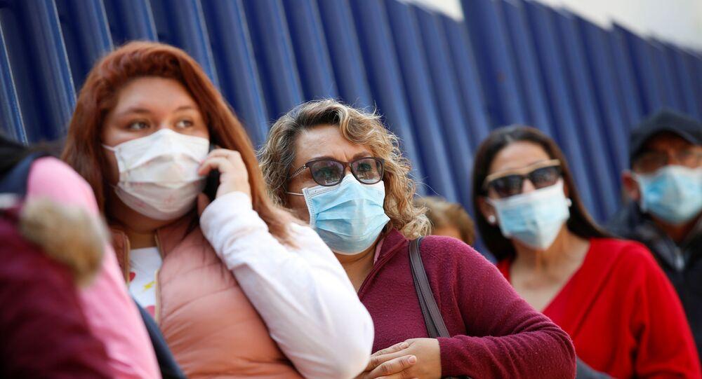 Des femmes portant des masques médicaux