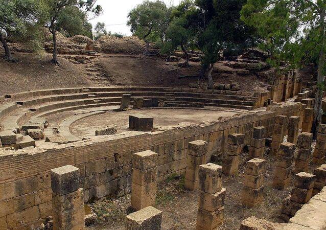 Les ruines de l'amphithéâtre romain du site archéologique de Tipaza, en Algérie.