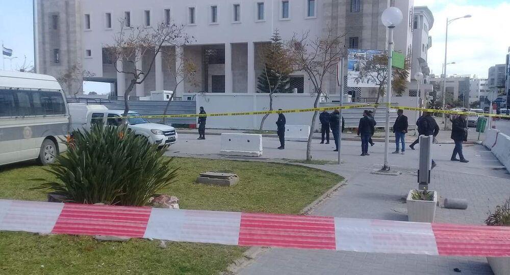 Sur les lieux de l'explosion dans le quartier de l'ambassade américaine à Tunis, 6 mars 2020