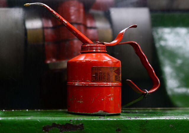 Bidon d'huile moteur (image d'illustration)