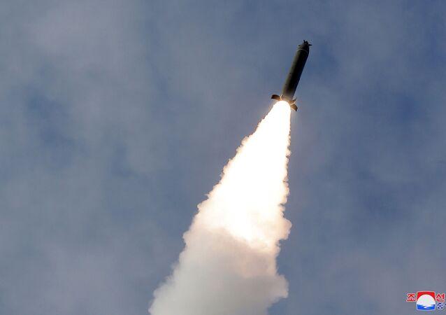 Un missile tiré lors des exercices des forces armées nord-coréennes, le 2 mars 2020