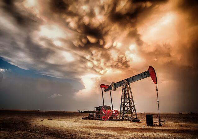 Puits de pétrole (image d'illustration)