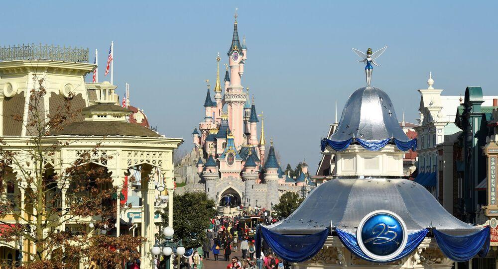 Le parc d'attractions Disneyland en Californie va fermer par précaution — Coronavirus