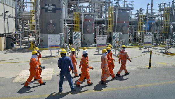 Employes of Aramco oil company work in Saudi Arabia's Khurais oil processing plant on September 20, 2019 - Sputnik France
