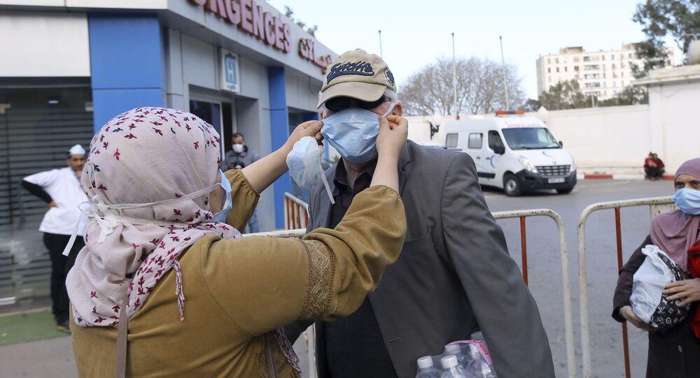 Algériens se protègent face à Covid-19