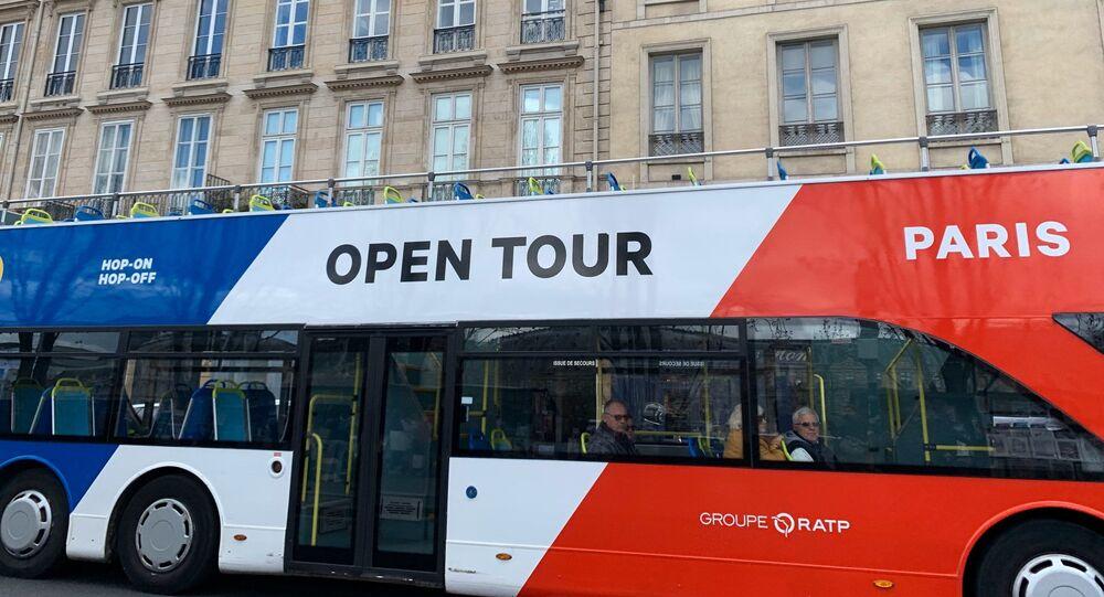 Coronavirus en France: un bus Open Tour vide, 13 mars 2020