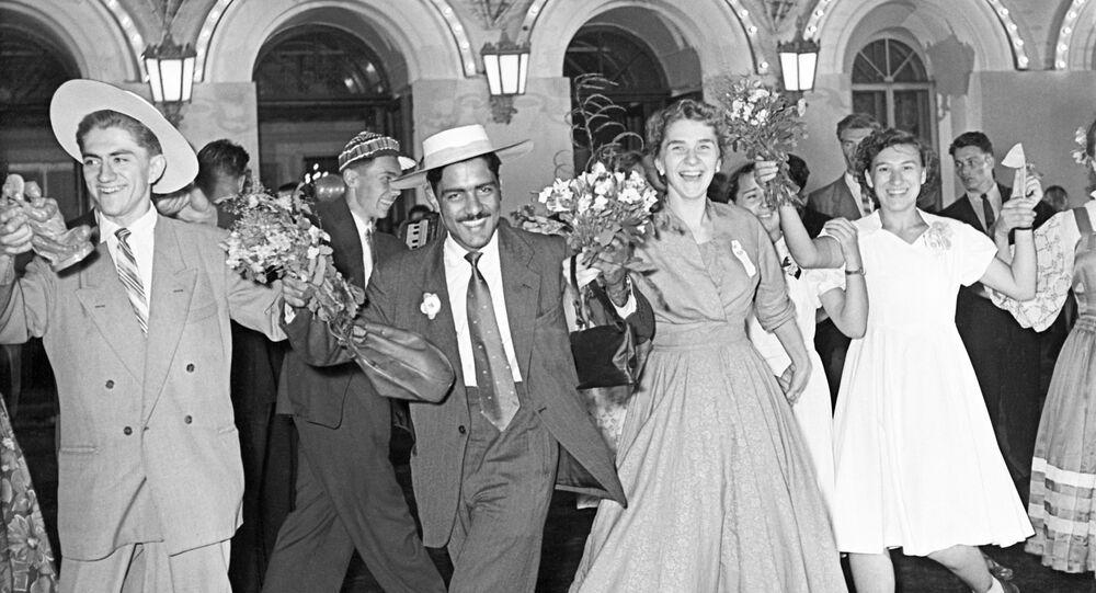 Les participants du VI Festival international de la jeunesse du 1957, à Moscou