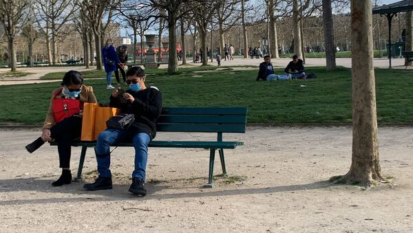 Covid-19: les gens portent des masques à Paris, 13 mars 2020 - Sputnik France