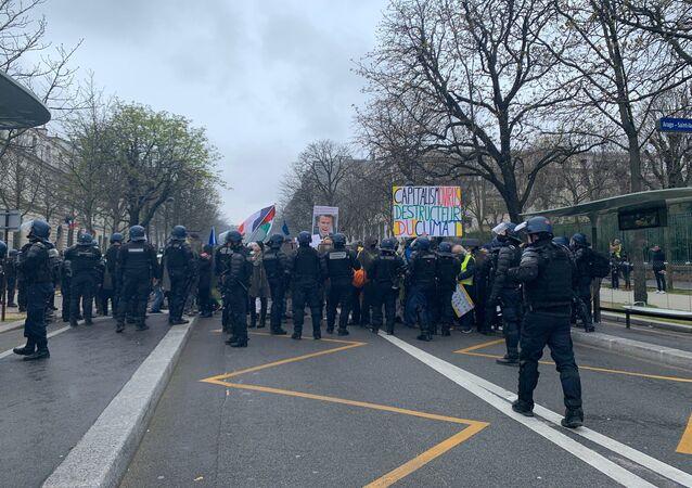 Les Gilets jaunes se réunissent à Paris en pleine pandémie de Covid-19, 14 mars 2020