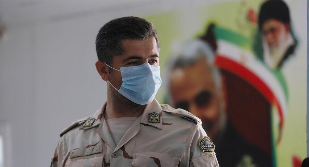 Policier iranien masqué