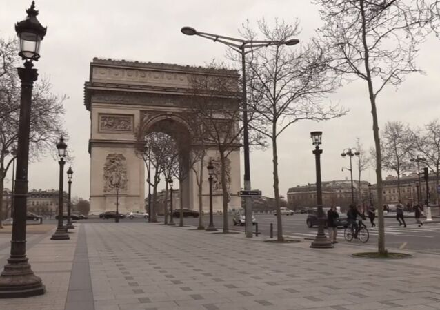 En direct depuis l'arc de Triomphe après les mesures annoncées par Emmanuel Macron