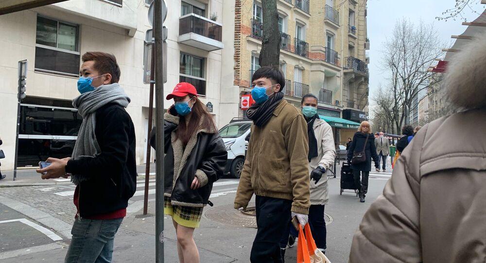 L'ambiance pré-confinement au marché de Convention dans le XVe arrondissement de Paris (photo d'archives)