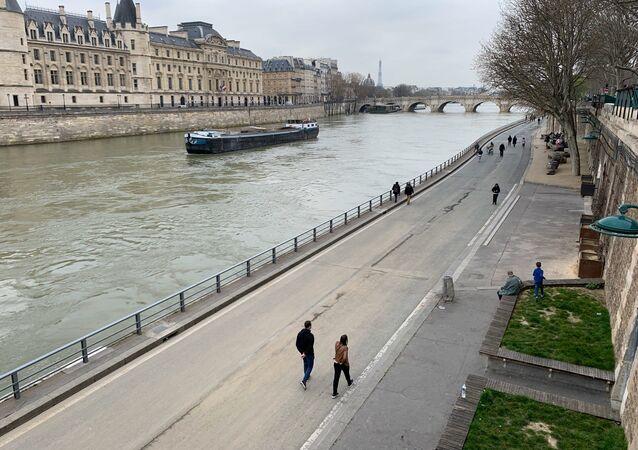 Paris aux premiers instants de l'entrée en vigueur des mesures de confinement