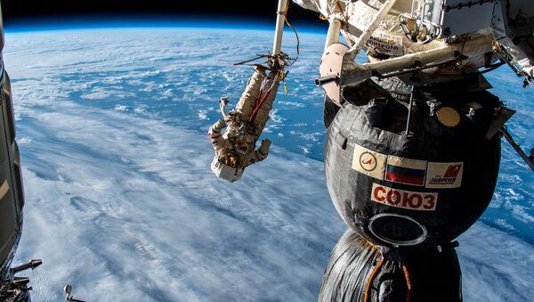 Seuls dans le vide spatial: Alexeï Leonov et ses successeurs   - Sputnik France