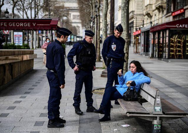 policiers à Paris, image d'illustration