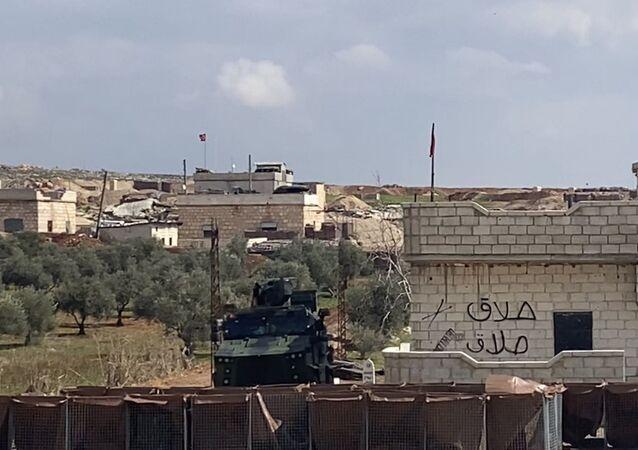 Un poste de contrôle de l'armée turque sur la route Damas-Idlib en Syrie
