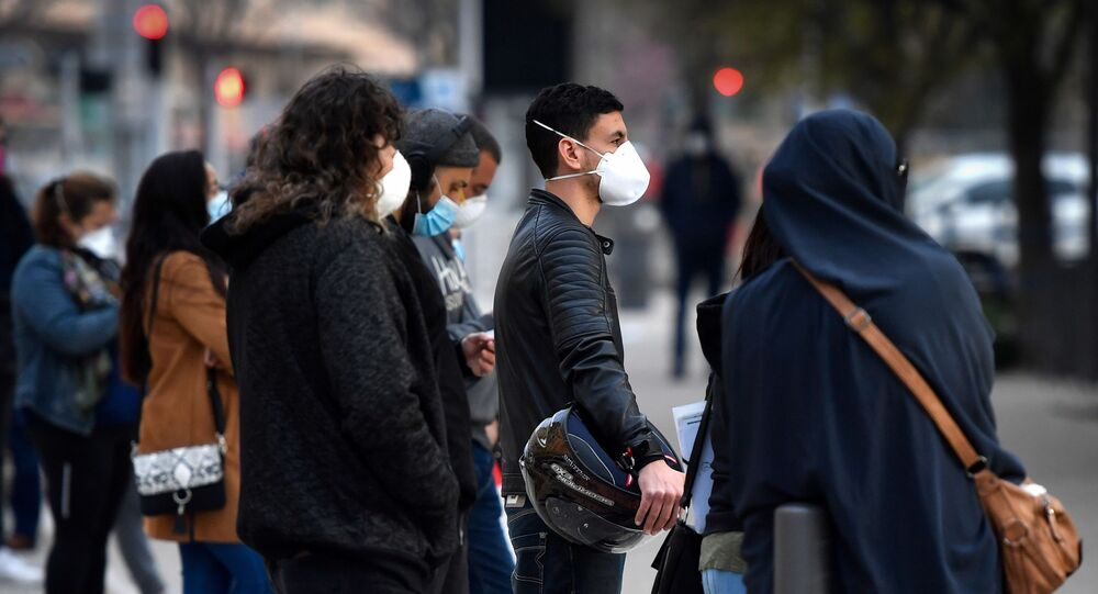 Une file d'attente devant l'institut hospitalo-universitaire Méditerranée Infection de Didier Raoult.
