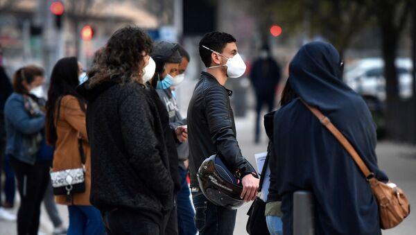 Une file d'attente devant l'institut hospitalo-universitaire Méditerranée Infection de Didier Raoult. - Sputnik France