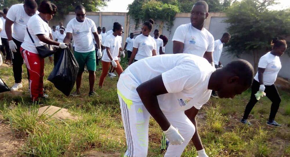 Des écojoggeurs en action au Togo.