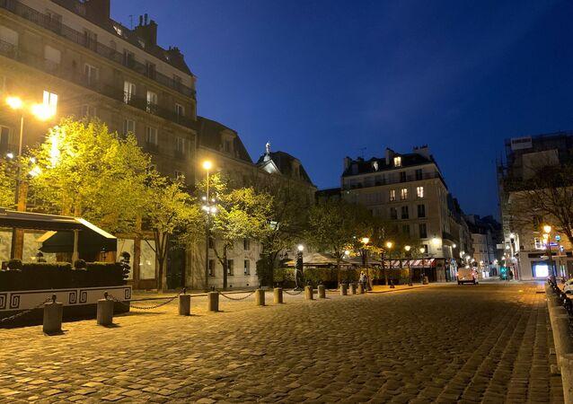 Paris au soir du 25 mars, 9e jour de confinement