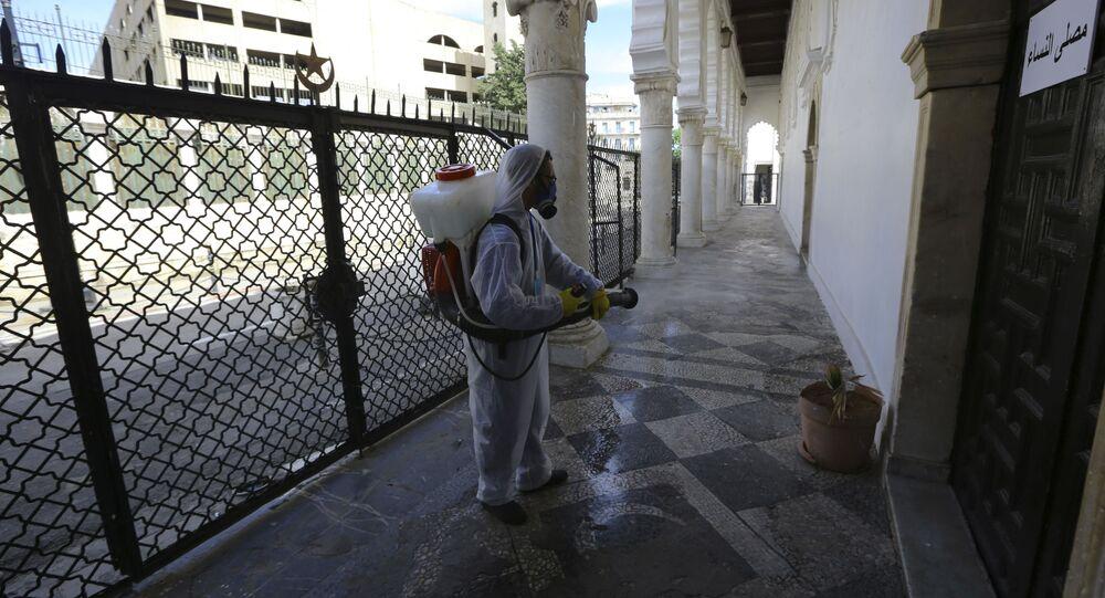 Désinfection des rues d'Alger