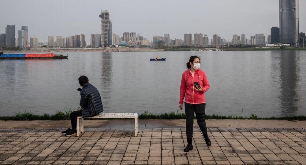 Des habitants de Wuhan portant des masques de protection